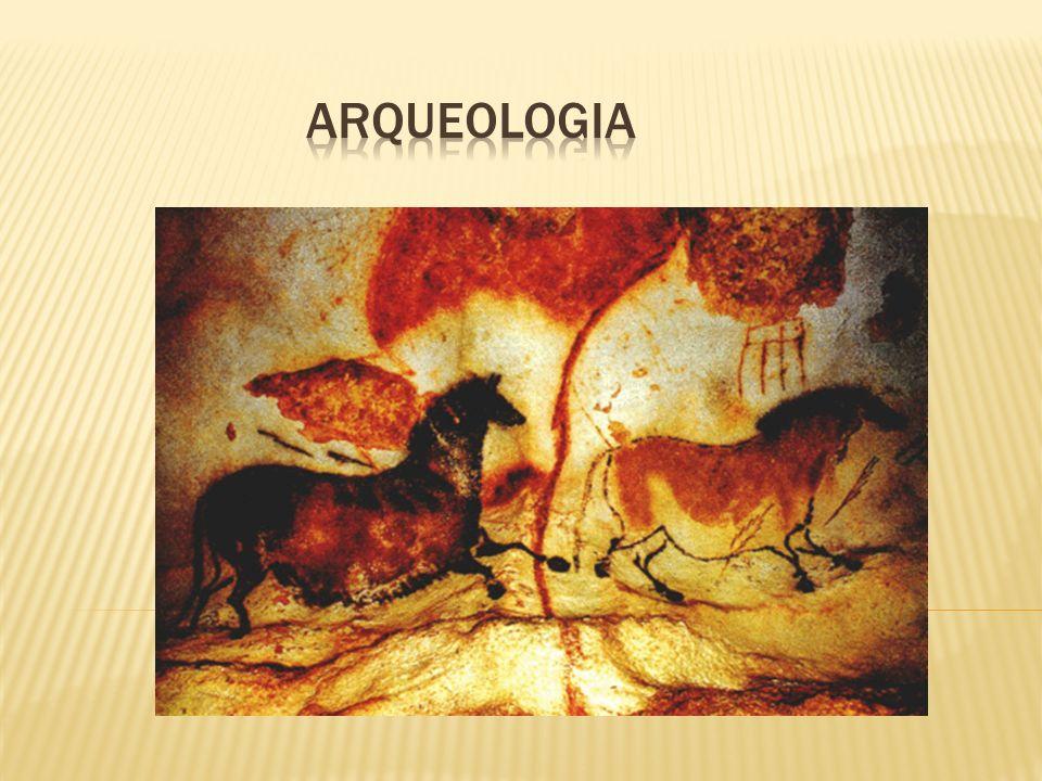 MESOLÍTICO O período compreendido entre o Paleolítico e o Neolítico chama-se Mesolítico; nele nossos antepassados usavam, ao mesmo tempo, instrumentos de pedra lascada e pedra polida.