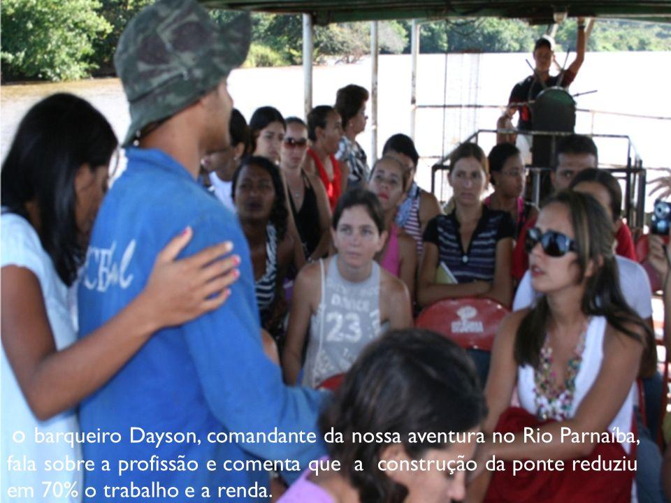 o barqueiro Dayson, comandante da nossa aventura no Rio Parnaíba, fala sobre a profissão e comenta que a construção da ponte reduziu em 70% o trabalho