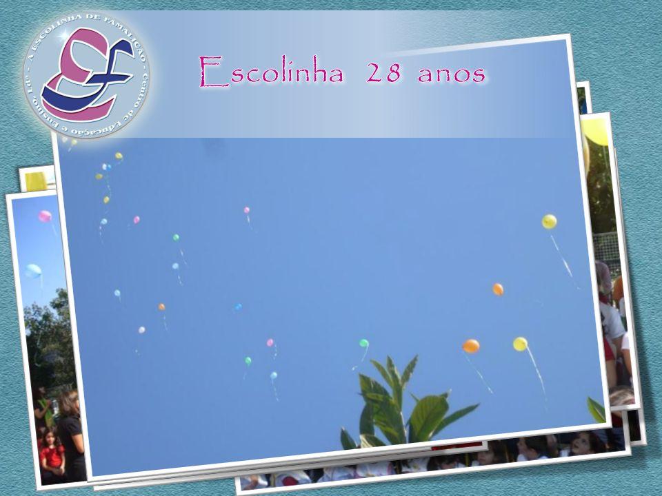 Depois, seguiu-se um momento mágico, cantámos uma música para a Escolinha (ensaiada com a nossa professora de Música) e os balões representavam as not