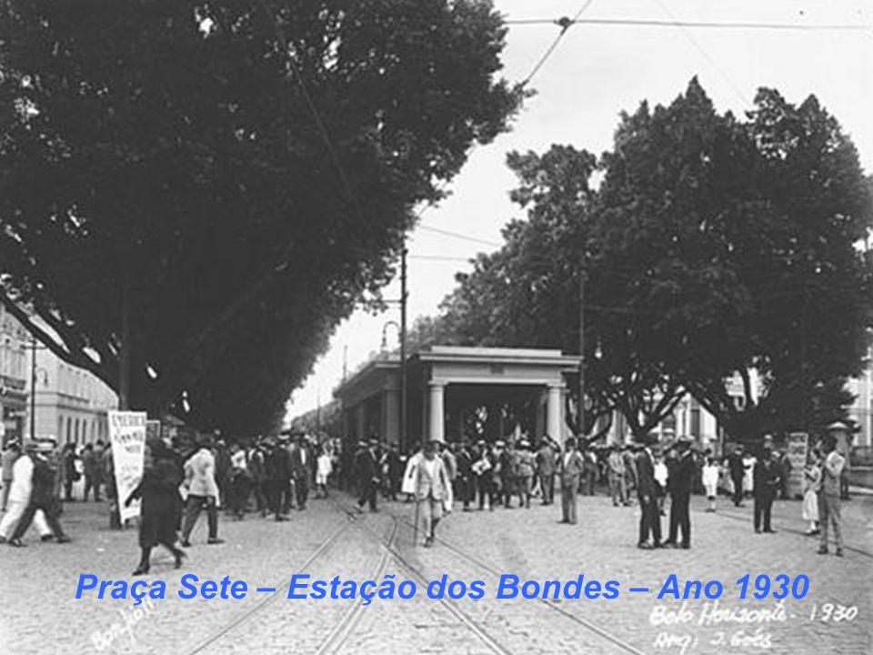 Praça Sete com os Bondes – Ano 1940