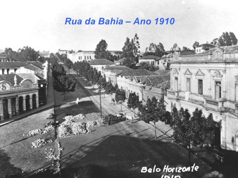 Rua dos Caetés com Bonde ao Fundo – Ano 1930