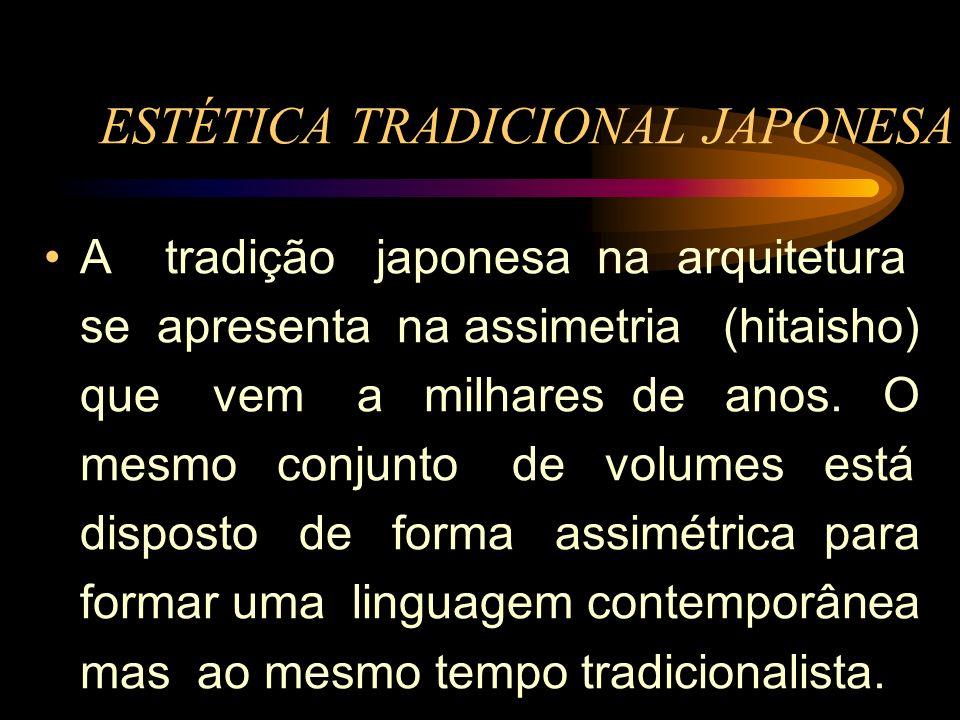 A tradição japonesa na arquitetura se apresenta na assimetria (hitaisho) que vem a milhares de anos. O mesmo conjunto de volumes está disposto de form