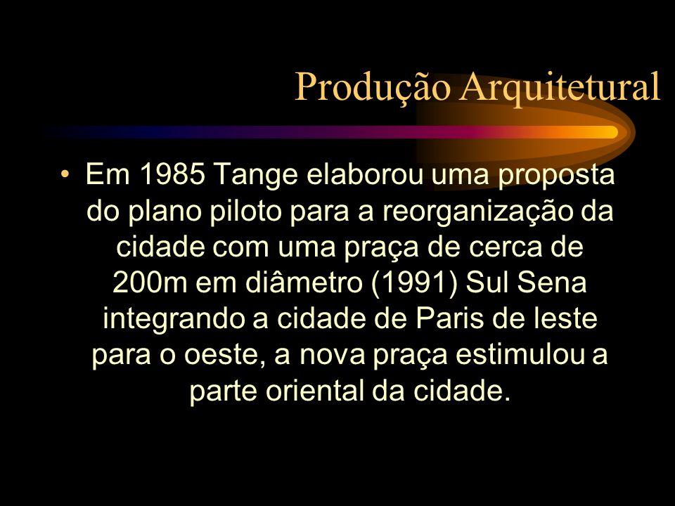 Em 1985 Tange elaborou uma proposta do plano piloto para a reorganização da cidade com uma praça de cerca de 200m em diâmetro (1991) Sul Sena integran