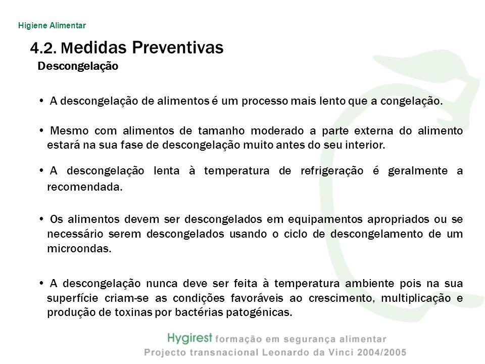 4.2. M edidas Preventivas Descongelação A descongelação de alimentos é um processo mais lento que a congelação. Mesmo com alimentos de tamanho moderad