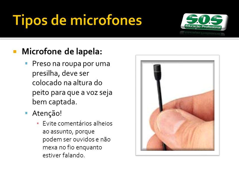 Tipos de microfones Microfone de lapela: Preso na roupa por uma presilha, deve ser colocado na altura do peito para que a voz seja bem captada.