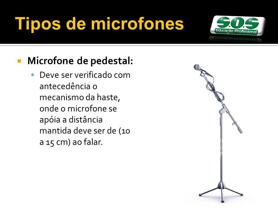 Microfone de pedestal: Deve ser verificado com antecedência o mecanismo da haste, onde o microfone se apóia a distância mantida deve ser de (10 a 15 cm) ao falar.