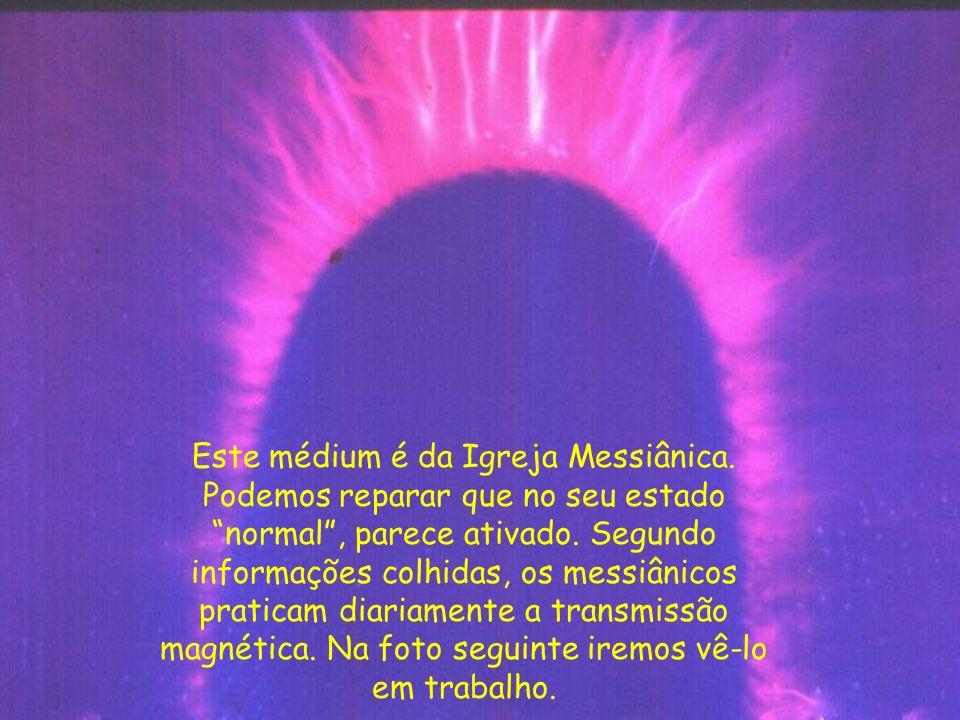 O mesmo médium em trabalho de passe. Perceba quanta energia é capaz de emitir.