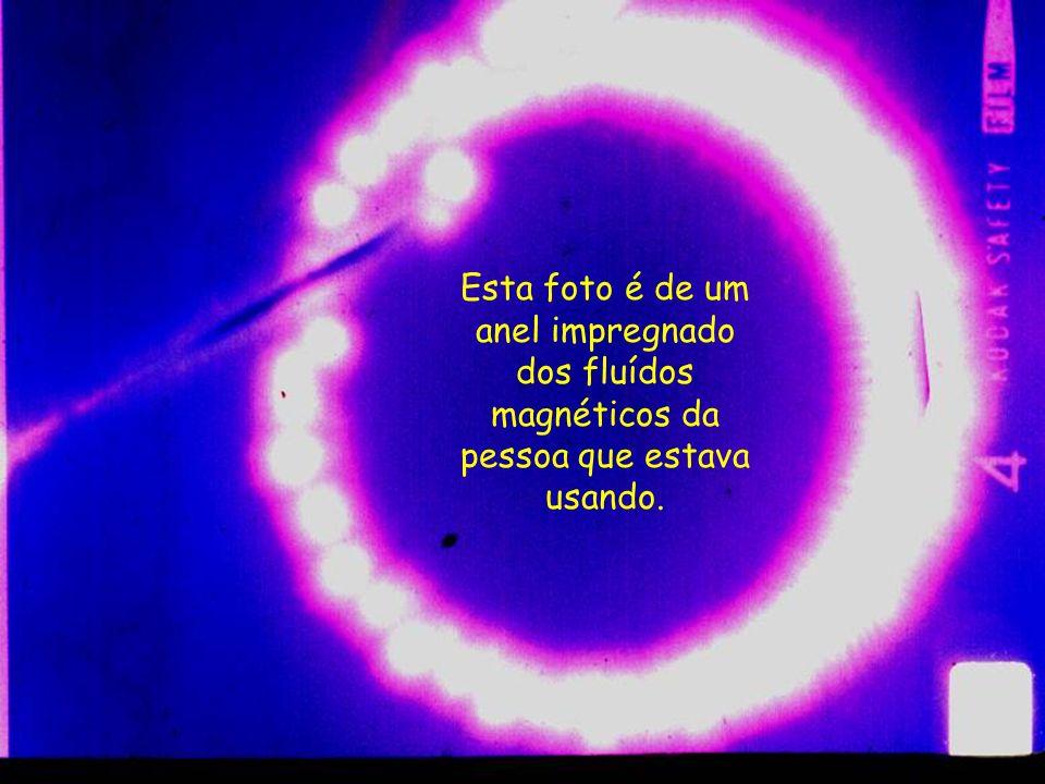 Esta foto foi feita no IBPP, Instituto de Pesquisas Psicobiofísicas, em São Paulo, pelo Prof° Hernani Guimarães Andrade. Esta foto é muito conhecida p