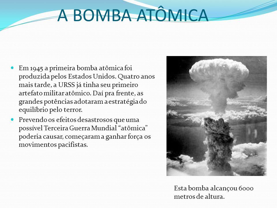 A BOMBA ATÔMICA Em 1945 a primeira bomba atômica foi produzida pelos Estados Unidos. Quatro anos mais tarde, a URSS já tinha seu primeiro artefato mil