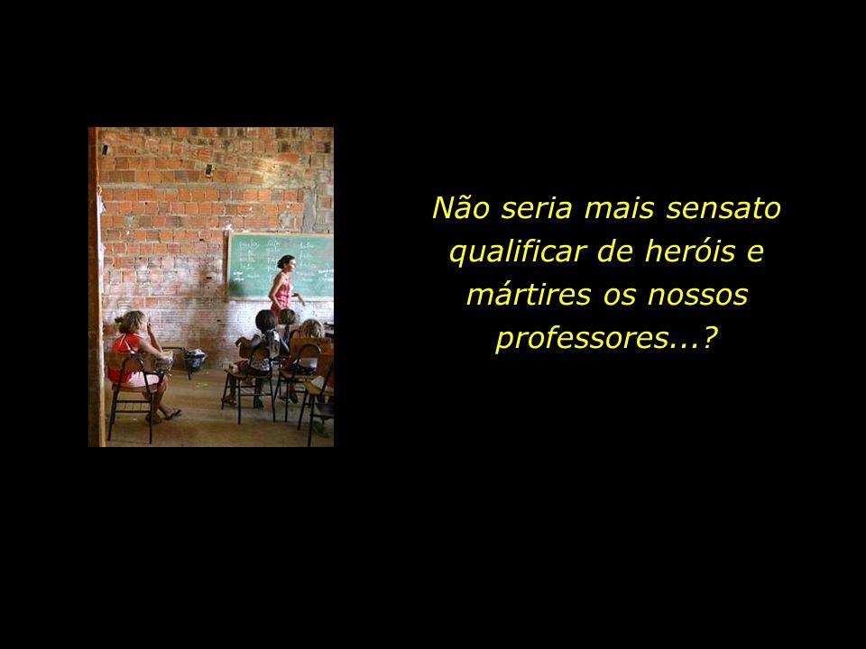 Escola pública localizada no sertão pernambucano. Não há acabamento nas paredes. O banheiro está interditado. Há um ano sem merenda escolar.