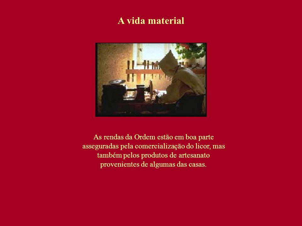 A vida material As rendas da Ordem estão em boa parte asseguradas pela comercialização do licor, mas também pelos produtos de artesanato provenientes