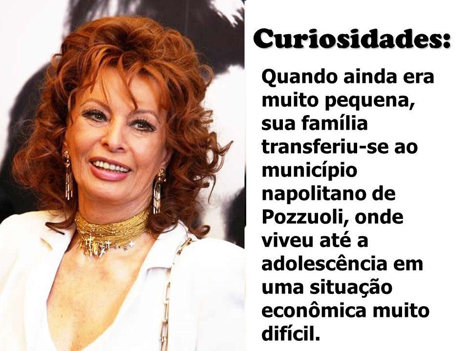 Curiosidades: Quando ainda era muito pequena, sua família transferiu-se ao município napolitano de Pozzuoli, onde viveu até a adolescência em uma situ