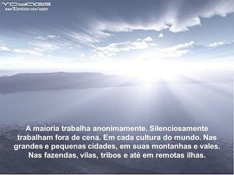 A porta está aberta.Com muito AMOR. Acesse: www.azullmarinho.com.br A porta está aberta.