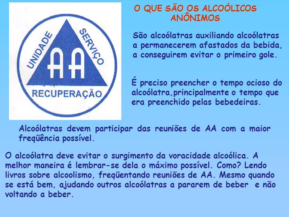 São alcoólatras auxiliando alcoólatras a permanecerem afastados da bebida, a conseguirem evitar o primeiro gole. É preciso preencher o tempo ocioso do
