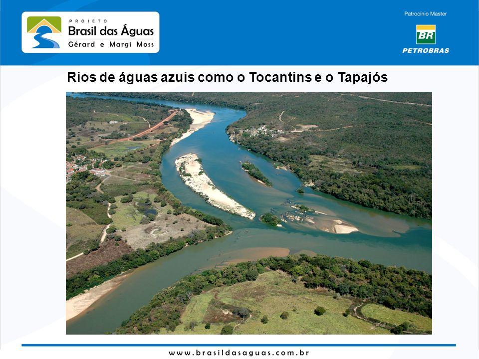 Rios de águas azuis como o Tocantins e o Tapajós