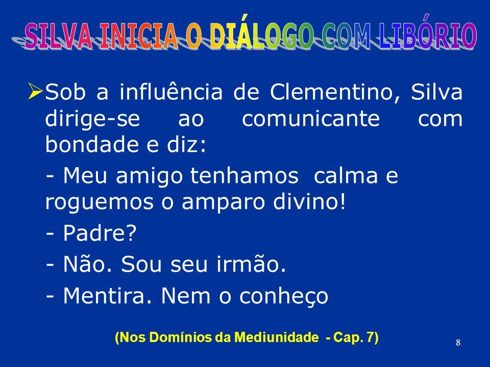 Sob a influência de Clementino, Silva dirige-se ao comunicante com bondade e diz: - Meu amigo tenhamos calma e roguemos o amparo divino! - Padre? - Nã