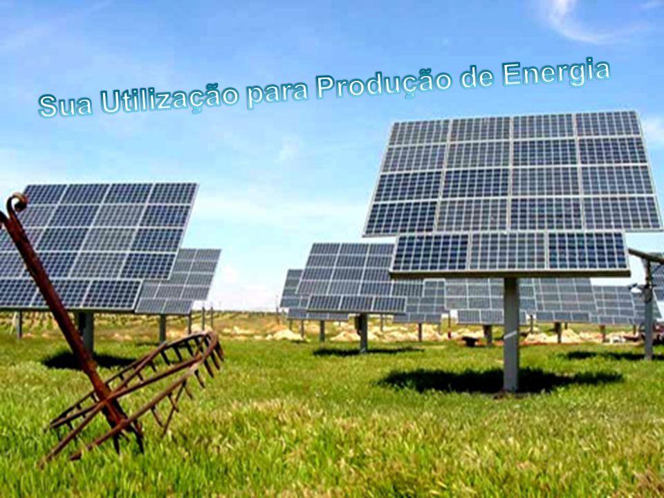 Primeiro podemos dizer que a Energia Solar pode ser utilizada através de aparelhos próprios como os Painéis Foto voltaicos e os Colectores Solares; Com a ajuda dos painéis Foto voltaicos podemos utilizar a Energia Solar para produzir Energia Eléctrica; Por outro lado os colectores Solares são mais frequentemente utilizados para o aquecimento de casas;