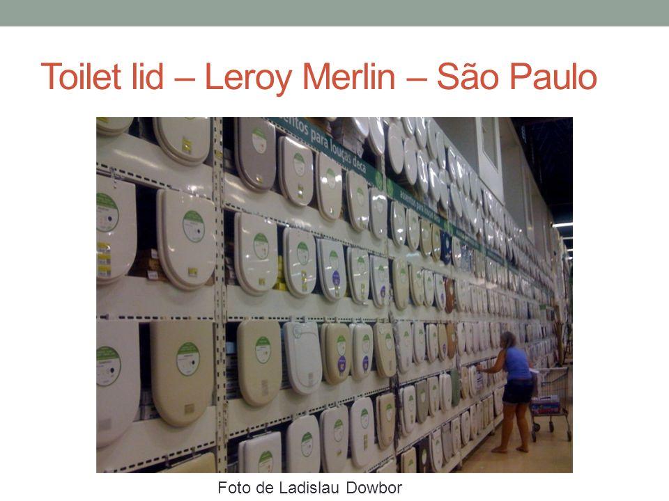 Toilet lid – Leroy Merlin – São Paulo Foto de Ladislau Dowbor