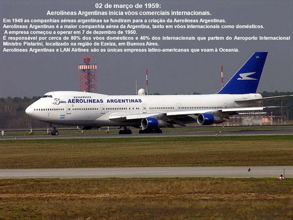 15 de julho de 1954: Primeiro vôo do Boeing 707, um avião comercial norte-americano.