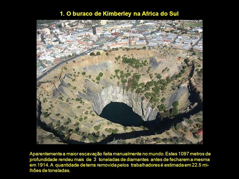 1. O buraco de Kimberley na Africa do Sul Aparentemente a maior escavação feita manualmente no mundo. Estes 1097 metros de profundidade rendeu mais de