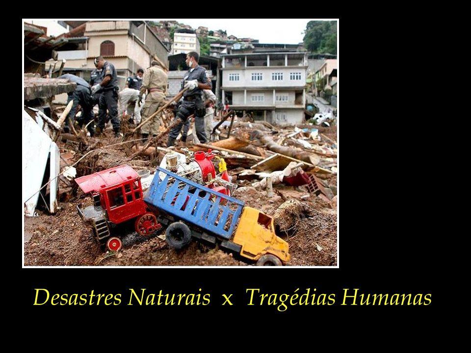 Foto de criança, perdida em meio aos escombros. Nova Friburgo/RJ, 13/01/2011