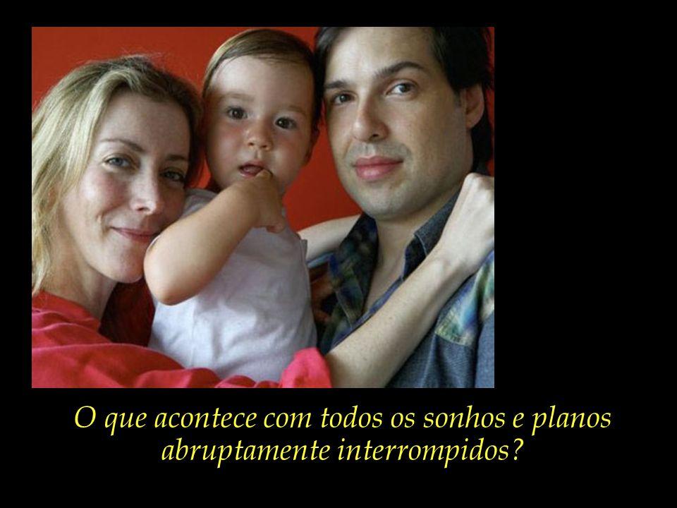 Famílias como a formada pela estilista Daniela Conolly, o músico Alexandre França, e João Gabriel, de apenas dois anos de idade.