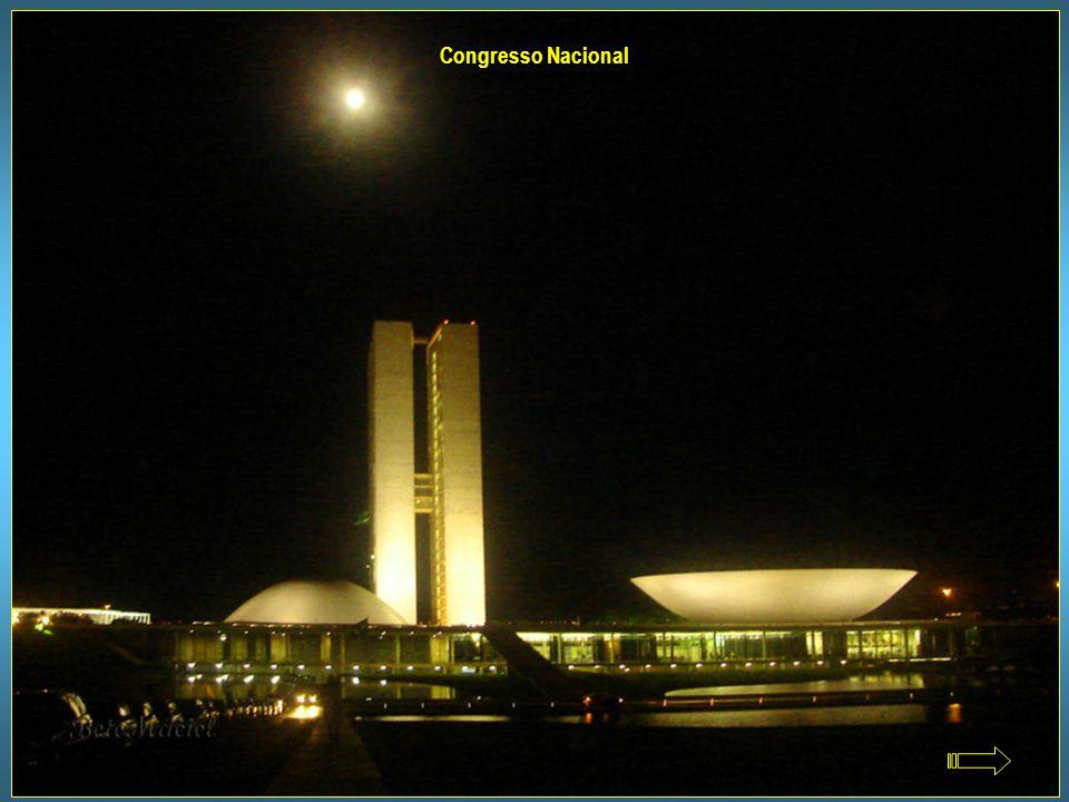 Projetado por Oscar Niemeyer, é sede do Poder Legislativo. Os blocos em forma de H têm 28 andares e abrigam atividades administrativas. No seu interio