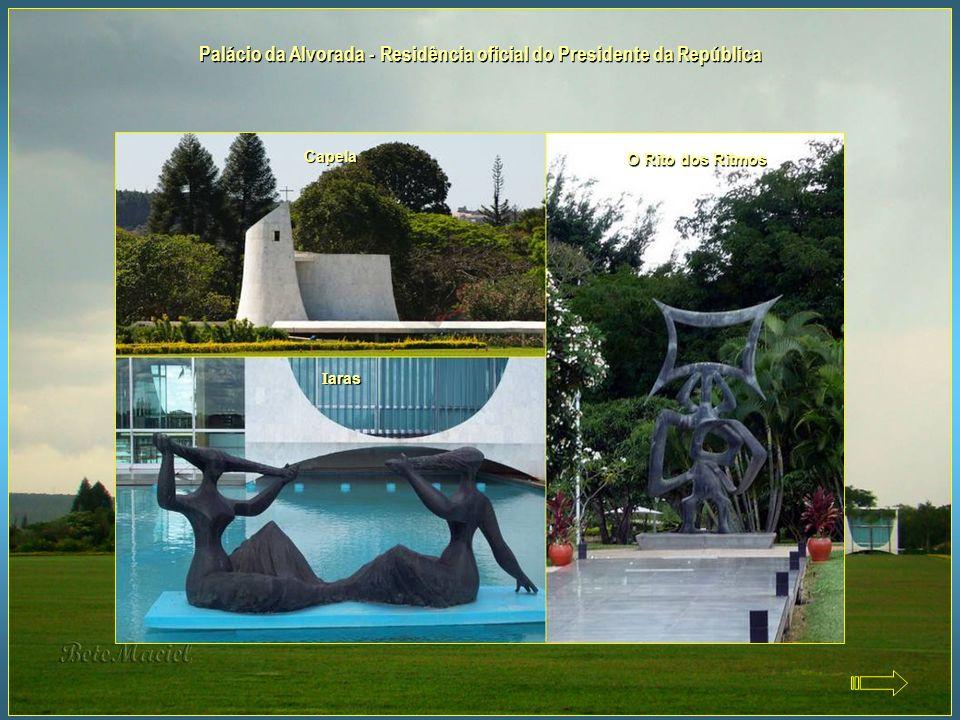 Palácio da Alvorada - Residência oficial do Presidente da República Localizado às margens do Lago Paranoá, é a residência oficial do Presidente da Rep