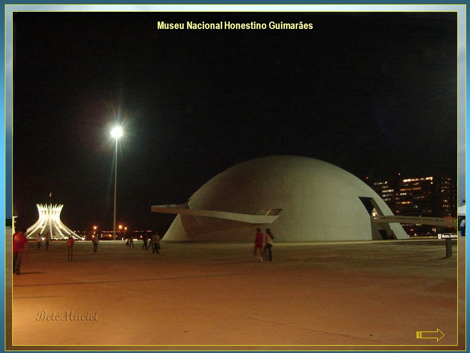 O museu que tem a forma de cúpula e a Biblioteca Nacional, foram concebidos por Oscar Niemeyer e inaugurados no dia 15 de Dezembro de 2006, no dia em