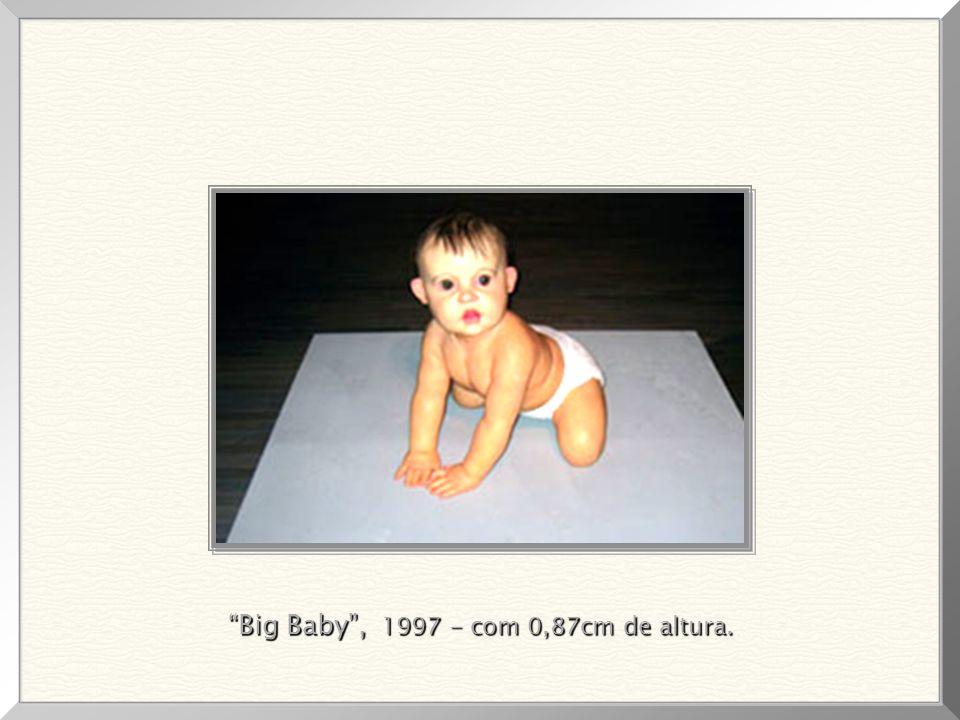 Dead Dad (silicone e tinta acrílica), 1996. Obra que gerou polêmica, por se tratar de seu pai e a extremada perfeição, em seus mínimos detalhes, da mo