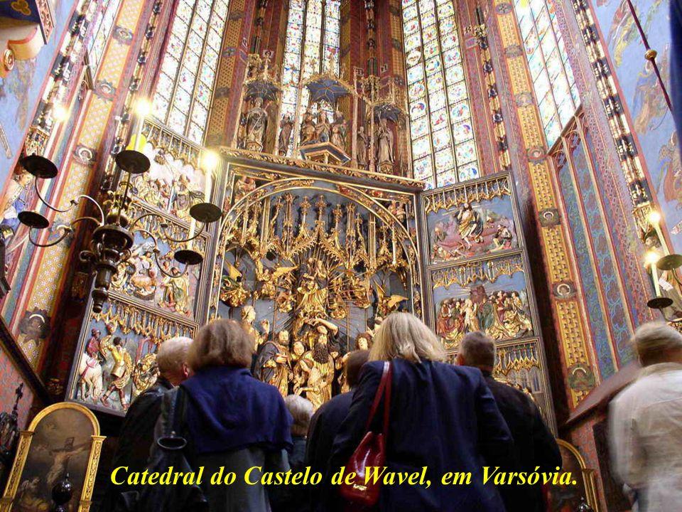 Cracóvia, 750 mil habitantes, é o centro industrial e cultural da Polônia.