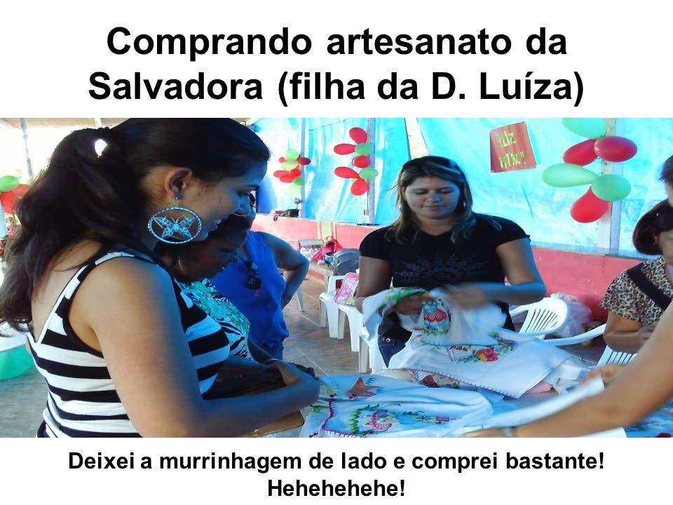Comprando artesanato da Salvadora (filha da D.