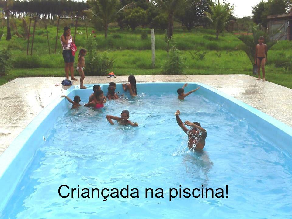 Criançada na piscina!