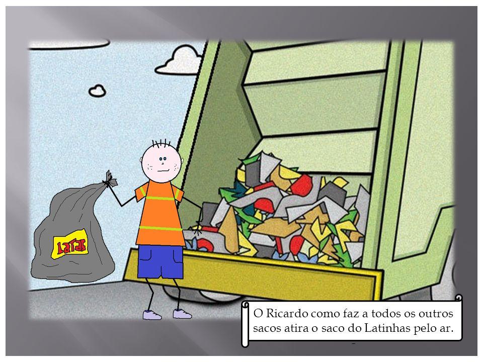 O Ricardo, foi recolher o lixo para o levar para a fábrica de reciclagem.