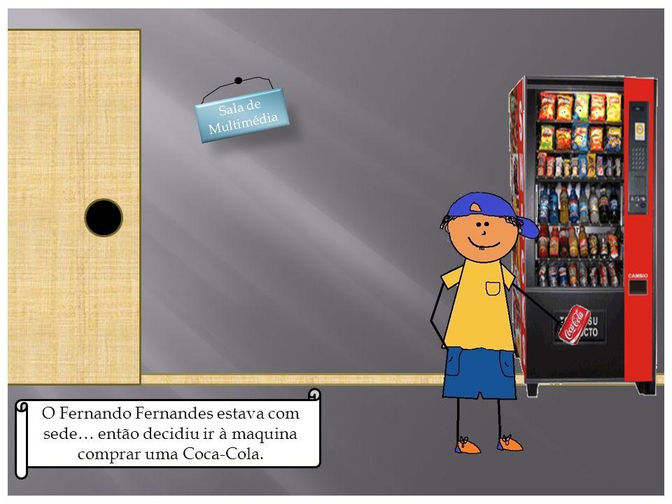 Sala de Multimédia O Fernando Fernandes estava com sede… então decidiu ir à maquina comprar uma Coca-Cola.