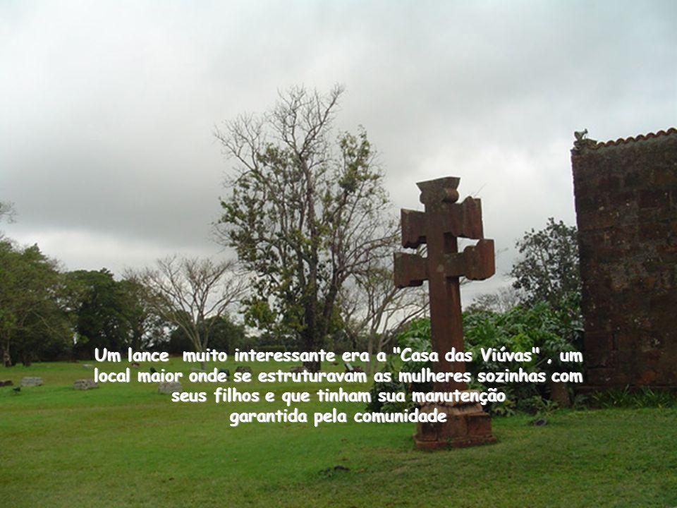 As aldeias ou cidades, comunidades Missioneiras, tinham organização política bem definida e estrutura social prevista para manter todos os indivíduos