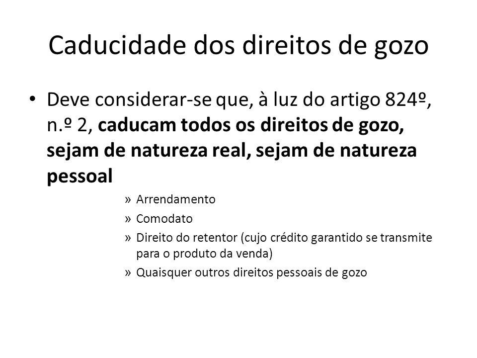 Caducidade dos direitos de gozo Deve considerar-se que, à luz do artigo 824º, n.º 2, caducam todos os direitos de gozo, sejam de natureza real, sejam
