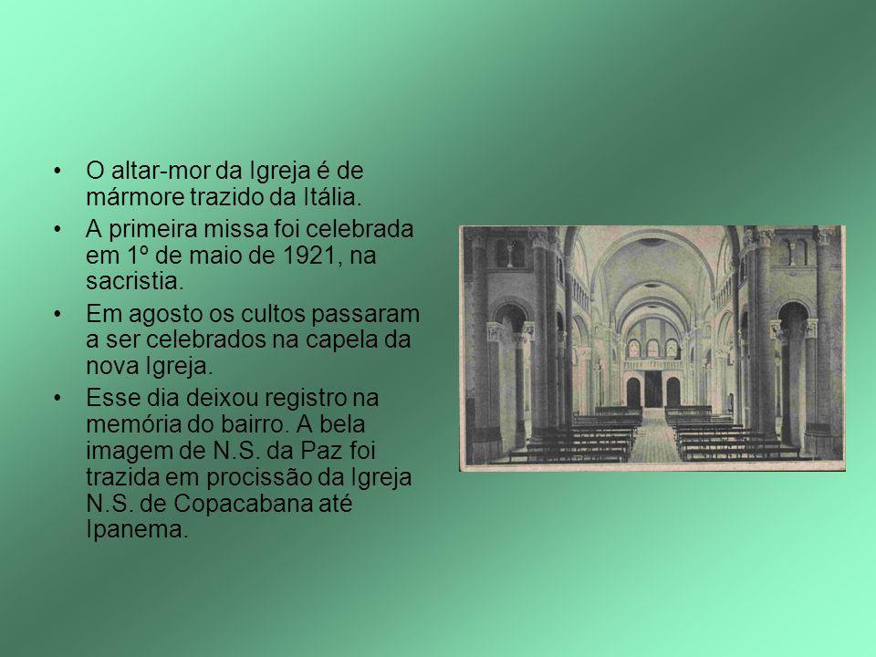 O altar-mor da Igreja é de mármore trazido da Itália. A primeira missa foi celebrada em 1º de maio de 1921, na sacristia. Em agosto os cultos passaram