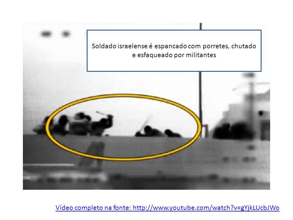 Vídeo completo na fonte: http://www.youtube.com/watch?v=gYjkLUcbJWo Soldado israelense é espancado com porretes, chutado e esfaqueado por militantes