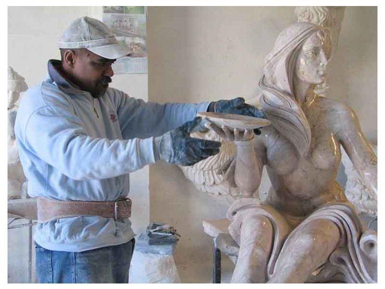 Nasceu na Cidade de Havana, Cuba, em 5 de Julho de 1967. O escultor Hans Varela, estreou-se no mundo da arte em meados dos anos 80. Vanguardista da es