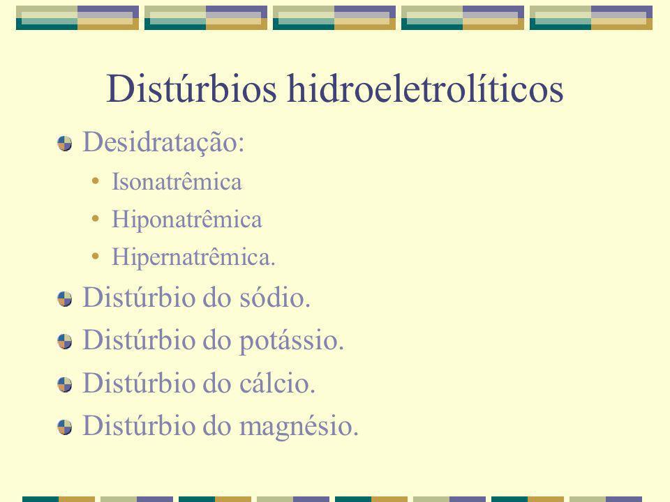 Distúrbios hidroeletrolíticos Conduta: Manutenção: regra de Holliday & Segar: 24h Calorias: Até 10 Kg: 100 cal/Kg De 10 a 20 Kg: 1000cal + 50cal/Kg que ultrapasse os 10Kg Acima de 20 Kg: 1500cal + 20cal/Kg que ultrapasse os 20Kg Eletrólitos: Na: 2,5 a 3 mEq/100cal/dia K: 2,5 a 3 mEq/100cal/dia Glicose: 8 gramas ou VIG: mg/Kg/min Volume: 1 cal = 1 ml