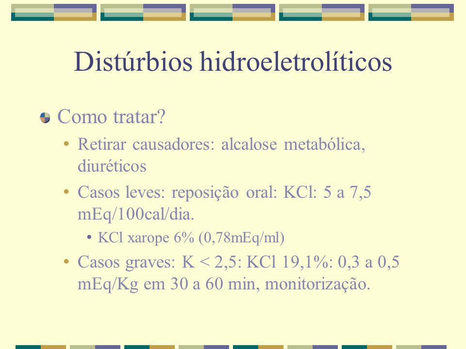Distúrbios hidroeletrolíticos Como tratar? Retirar causadores: alcalose metabólica, diuréticos Casos leves: reposição oral: KCl: 5 a 7,5 mEq/100cal/di
