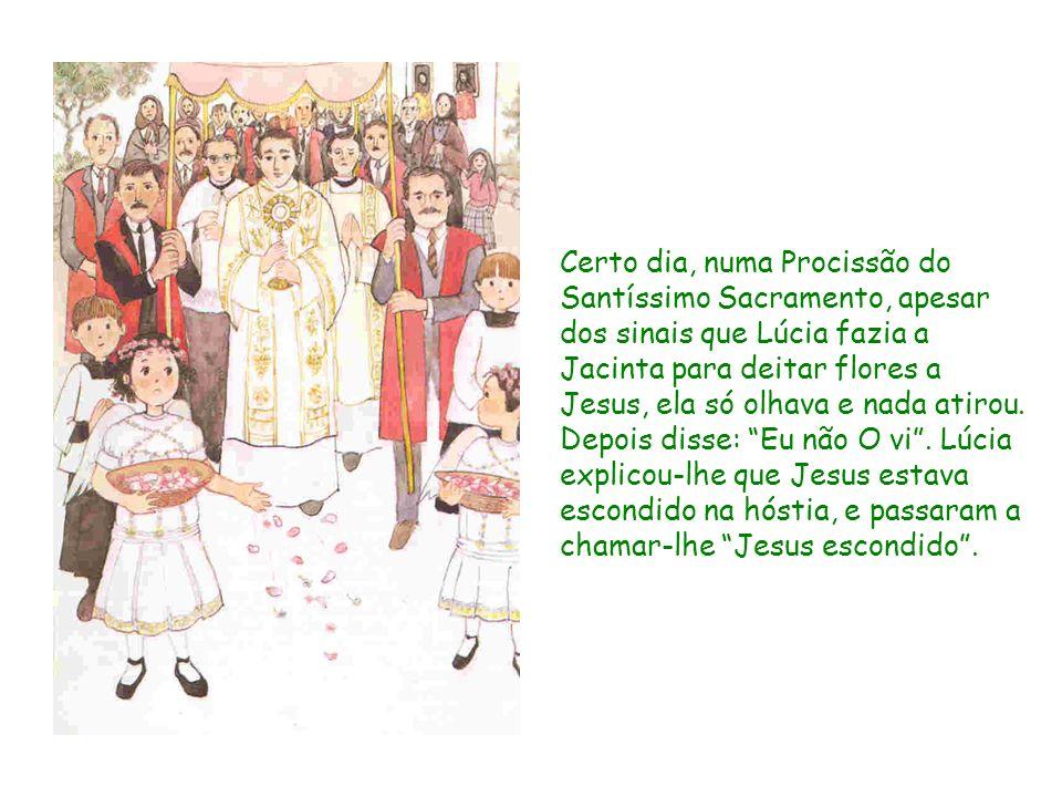 Certo dia, numa Procissão do Santíssimo Sacramento, apesar dos sinais que Lúcia fazia a Jacinta para deitar flores a Jesus, ela só olhava e nada atiro