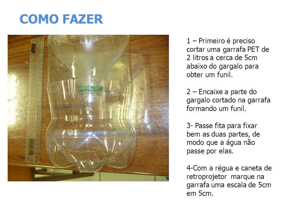 COMO FAZER 1 – Primeiro é preciso cortar uma garrafa PET de 2 litros a cerca de 5cm abaixo do gargalo para obter um funil.