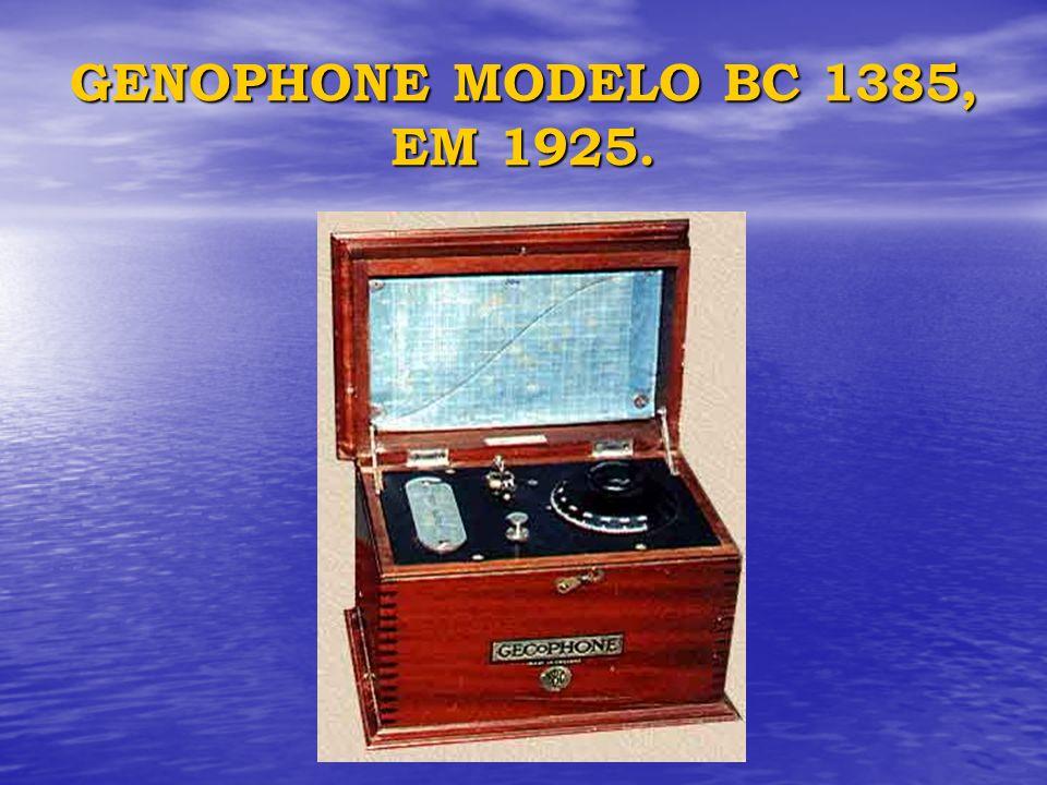GENOPHONE MODELO BC 1385, EM 1925.