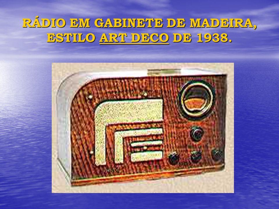 RÁDIO EM GABINETE DE MADEIRA, ESTILO ART DECO DE 1938.