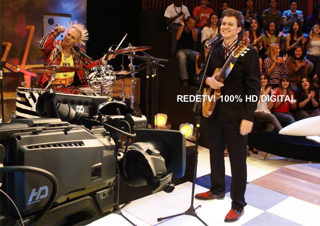 49 Kennedy Alencar comanda É Notícia, o novo programa de domingo da RedeTV.