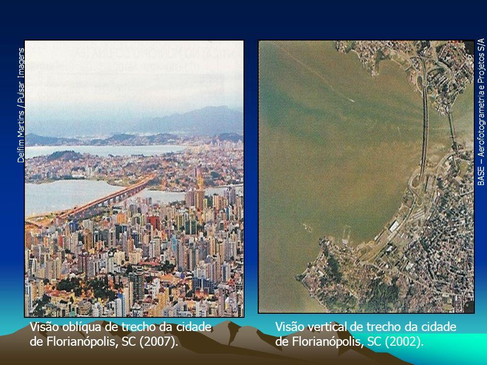 Visão oblíqua de trecho da cidade de Florianópolis, SC (2007). Visão vertical de trecho da cidade de Florianópolis, SC (2002). Delfim Martins / Pulsar