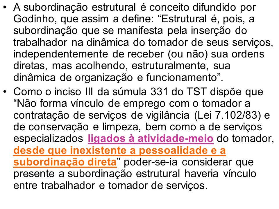 A subordinação estrutural é conceito difundido por Godinho, que assim a define: Estrutural é, pois, a subordinação que se manifesta pela inserção do t
