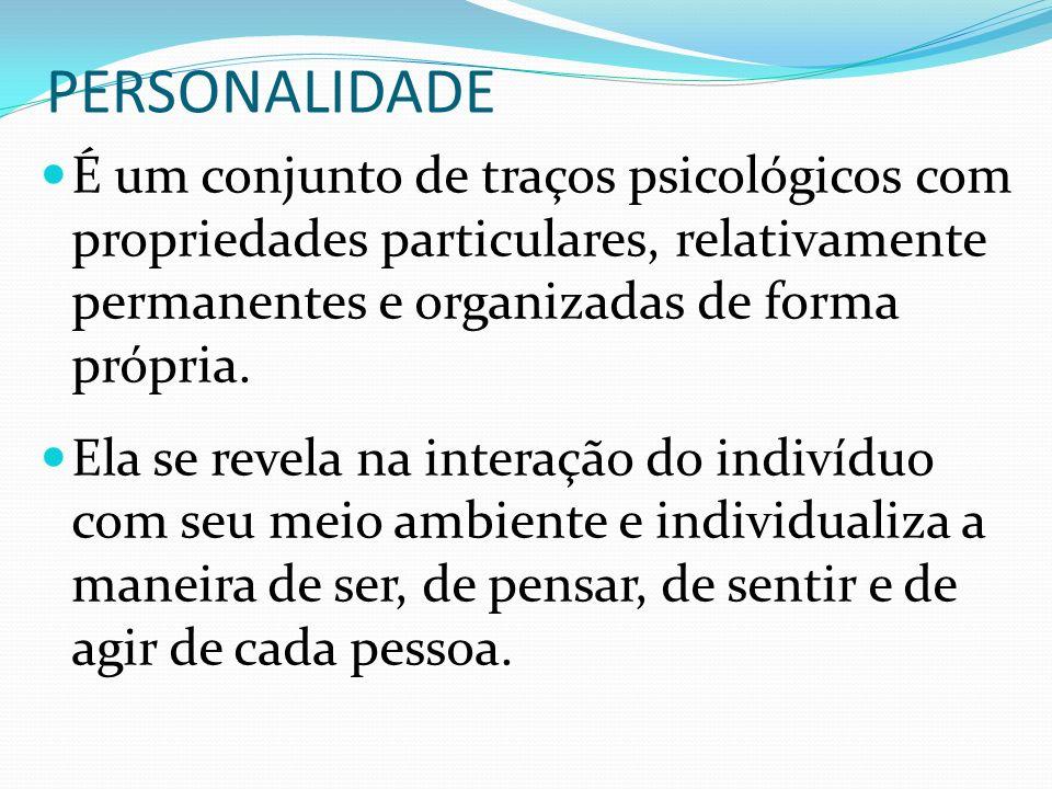 PERSONALIDADE É um conjunto de traços psicológicos com propriedades particulares, relativamente permanentes e organizadas de forma própria. Ela se rev